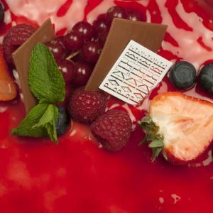 taart mousse framboos verse vruchten painture
