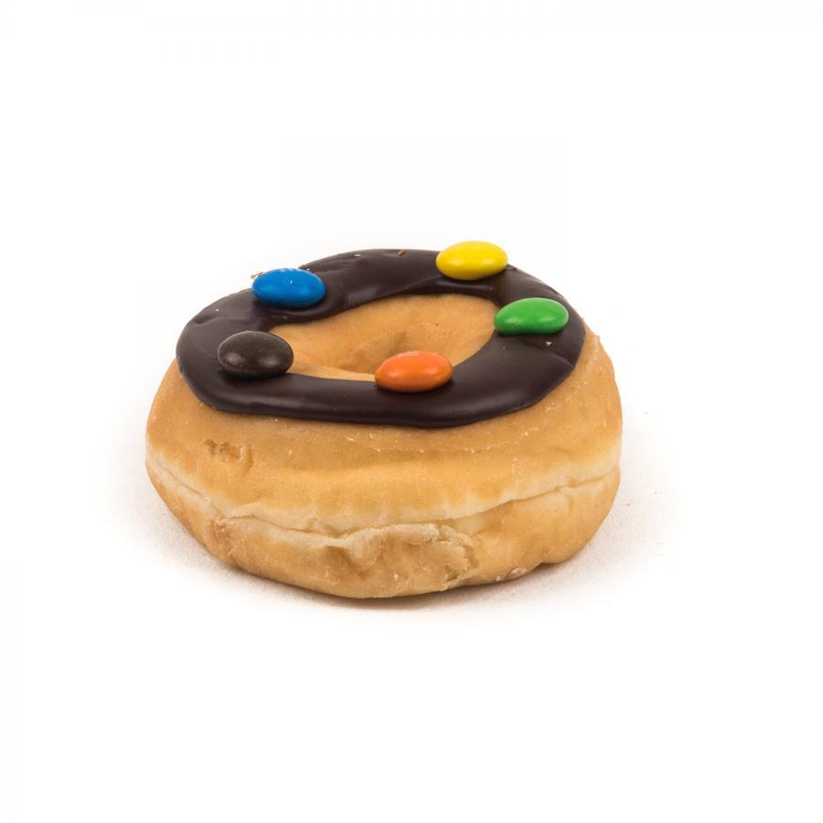 donut met chocolade en m&m's